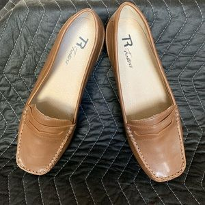 Shoes - R by Trotters 8W Brown Penny Loafers